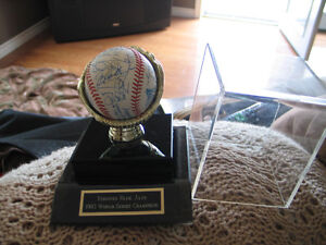 Signed  1992 world series ball Peterborough Peterborough Area image 2