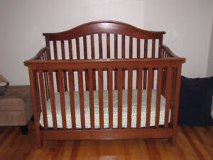 Convertible crib in excellent condition!