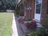 3 bdrm St Jacobs townhome adjoining park and country side