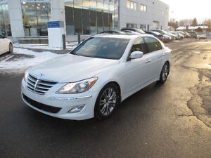 2012 Hyundai Genesis Sedan Premium Package LOW KMS