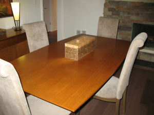 Solid Cognac Maple Dining Table & 4 Chairs