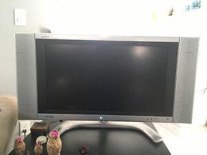 Sharp Aquos LC-26DA5U 26-Inch HD-Ready Flat-Panel LCD TV Regina Regina Area image 2