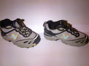 $5 Kids NEW BALANCE Running Shoes Size 10.5 MINT CONDITION!