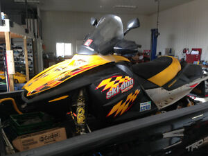 2004 Skidoo Rev 800 - COMPLETE PART OUT