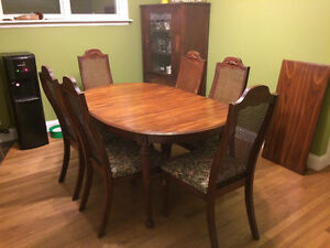 REDUCED PRICE $170 Dining room table and 6 chairs