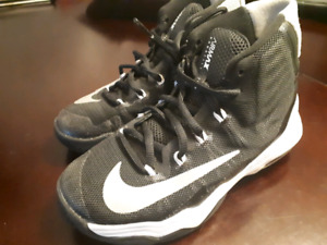 Youth Nike basketball shoes / sneakers 13C