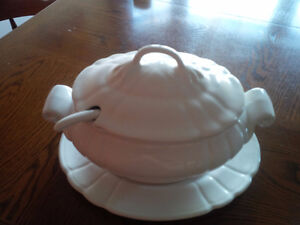 Vintage Loucarte Portugal Soup Tureen Bowl Cover and Under Plate