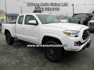 2016 Toyota tacoma 4 cylinder 4 Door Auto Low kms