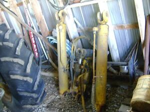4 hydraulic cylinders from 850 crawler Belleville Belleville Area image 3