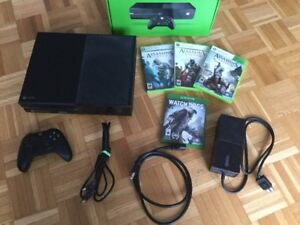 Une X Box One  + 4 jeux cd Ass Creed - Watchdogs...260$