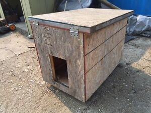 Insulated doghouse