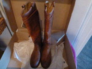 BRAND NEW FRYE LEATHER BOOTS SIZE 8.5 in Cognac