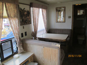 25,5 foot 5th wheel travel trailer London Ontario image 5