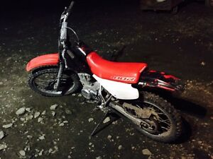 Honda dirt bike, 1,000$ Williams Lake Cariboo Area image 3
