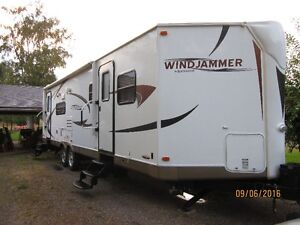 LIKE NEW (except for the price) WINDJAMMER 3001W TRAVEL TRAILER