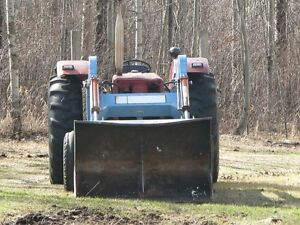 IHC 624 Diesel Acreage Tractor with loader