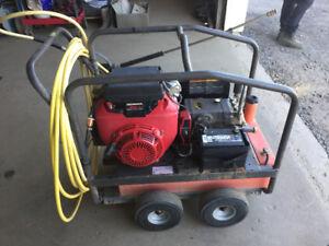 Machine à Pression à essence MI-T-M Honda 20HP 4000PSI / 5 Gal