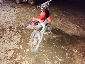 Honda dirt bike, 1,000$ Williams Lake Cariboo Area image 2