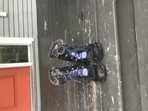 Girls Keen Winter Boots Size 5