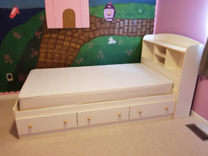 Captain's Bed - South Shore....Excellent condition!