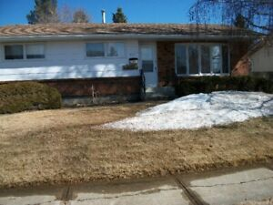 House and Garage for Sale 3001-54ave. Lloydminster Ab.