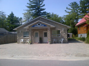 Wasaga Beach 2-Bedroom/Kitchen Unit
