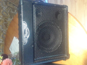 Traynor TVM10 Battery Powered Amplifier, perfect for buskers