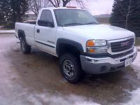 2004 GMC Sierra 2500 HD Pickup Truck