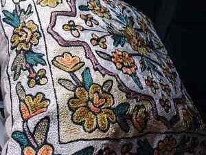 Coussin brodé de Dubaï, embroided cushion from Dubaï