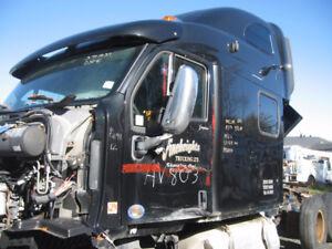 2012 - Peterbilt 587 - Cab