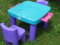Little Tikes - Childs outdoor Table and chair set