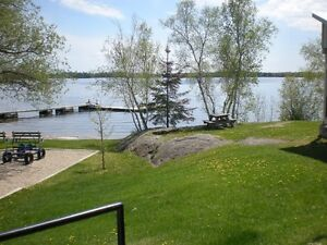 4 Bedroom Furnished House Overlooking Lake of the Woods