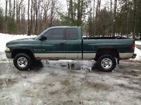 1998 4x4 Dodge Ram 1500 Pickup Truck 4 Door