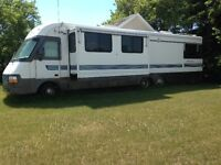 38' LUXURY RV, EXCELLENT CONDITION, LOW PRICE, LOW MILES
