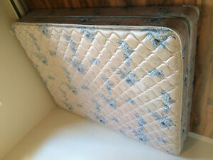 Queen mattress & box spring