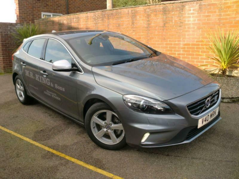volvo v40 d2 r design lux nav 1 6 diesel manual 5 door hatchback grey 2014 in saxmundham. Black Bedroom Furniture Sets. Home Design Ideas