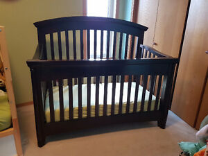 Regency 4-in-1 Convertible Crib Set... Great Condition!
