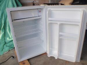 Fridge small with freezer