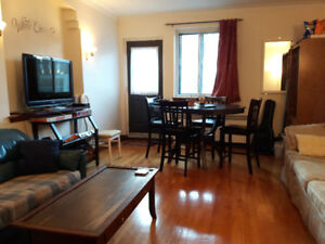 1 Room to rent - spacious apartment (4½) to share!