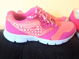 Brand New Girls Nike Sneakers Size 4 Youth