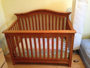 4-in 1 Convertible Crib/Bassinette 4-en-1