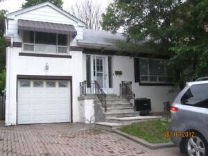 YONGE SHEPPARD 3 bedroom x 2 baths- detached house.$2600 + Util