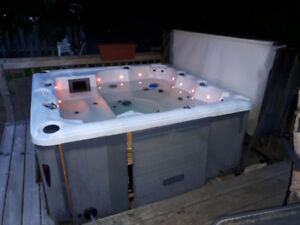Like new HOT TUB
