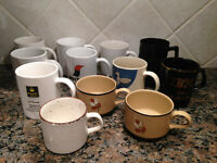 12 TASSES VARIABLES POUR $2.00 / 12 VARIABLE MUGS CUPS for $2.00