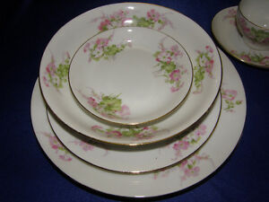 WM Guerin Limoges Large set of Dinnerware for 12 settings people Kingston Kingston Area image 7