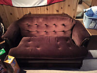 Free love seat in very good condition