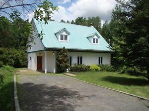 Maison a vendre - Val David - Avec revenus
