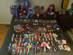 LOTS OF MONSTER HIGH DOLLS ALL THE MOVIES AND ACCESORIES