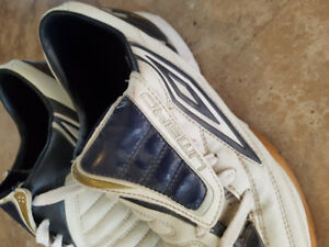 Umbro soccer shoes size 9.5