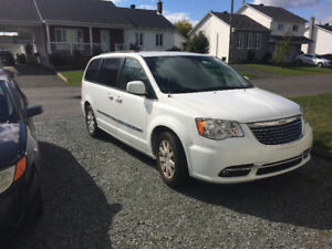 2016 Chrysler Town & Country Camionnette